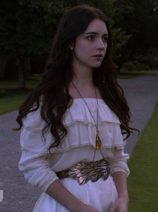 Young Morgana worries how to break the news of their father's death to Kerrigan
