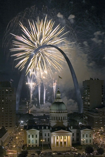 Fireworks Gateway Arch, Old Courthouse. St. Louis, MO My hometown...I'll always be a city girl at heart:)