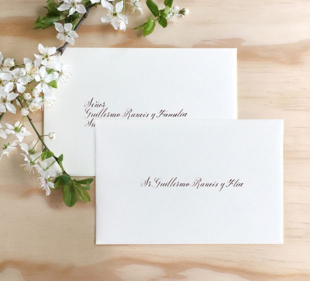 Protocolo sobres de boda en República Dominicana. Wedding Planning, pendolismo, caligrafía, lista de invitados.