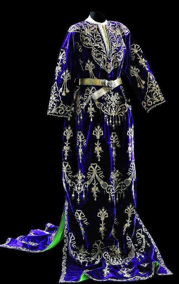 An 'ikietek entari' (festive robe with two panels). Late-Ottoman, urban, end of 19th century. Adorned with goldwork embroidery in 'Maraş işio'-technique. (Sadberk Hanim Museum).
