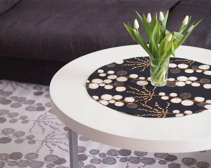 Älä arastele kuoseja matossa. Vaalea viskoosinen Penni-matto luo huoneelle rauhallisen mutta mielenkiintoisen pohjan. Klassisen tyylin luot luonnollisilla väreillä ja ripauksella mustaa Penni-kuosia, mutta matto on aivan yhtä kotonaan yhdistettynä rohkeisiin väreihin ja kuvioihin.