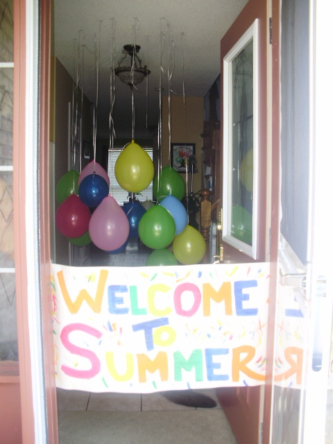 Welcome to summer sign for last day of school!  What a great way to welcome summer and celebrate end of the school year!