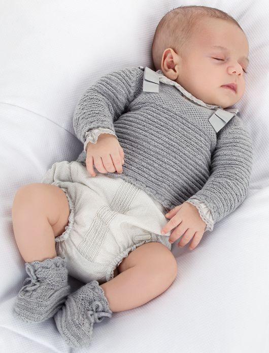 Traje de ceremonia para bebés de Pili Carrera  #pajes #tendenciasdebodas