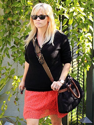 reese witherspoon. casual look   - Everyone. I just got some new shoes and a nice dress from here for CHEAP! Check out the amazing sale. http://www.superspringsales.com