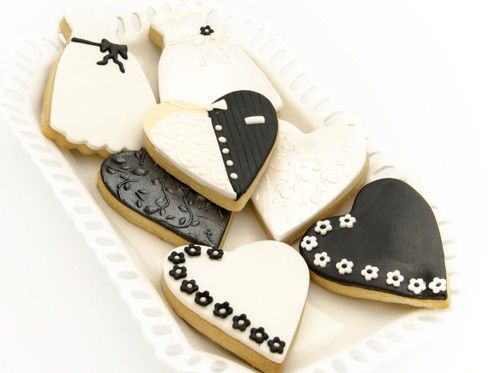 Zwart/wit of zwart/wit met één contrasterende kleur is een opkomende trend in de bruidsmode