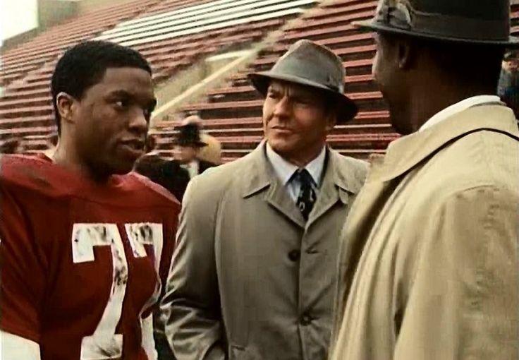 Chadwick Boseman, Dennis Quaid, cand Rob Brown in The Express (2008).