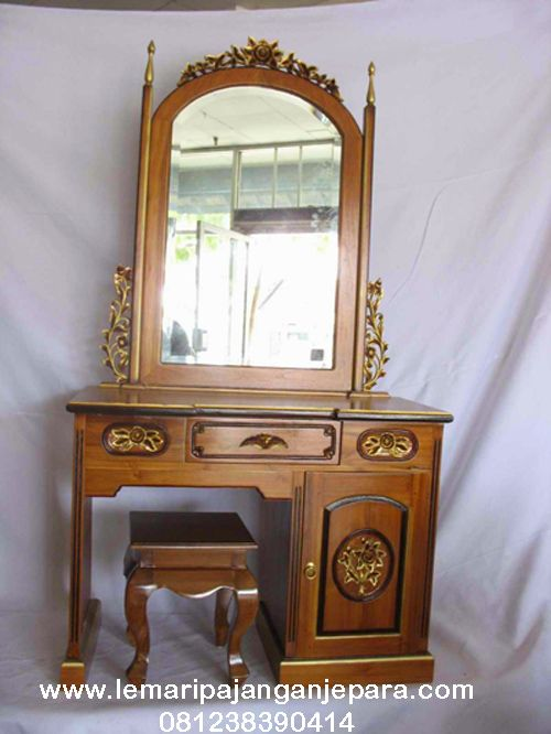 Jual Meja Tolet Rias Mawar terdapat desain Ukiran Khas Jepara dengan bahan kayu Jati dan tempat duduk yang nyaman saat anda berhias diri di depaan Cermin