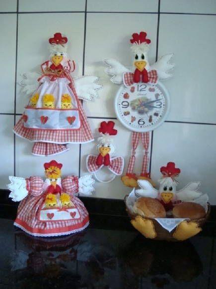 Foram confeccionados com tecido 100% em algodão xadrez de laranja com branco, exatamente como minha cliente pediu. Esta encomenda vai para Sandra - Maceió / AL.  Kit de galinha com 5 peças: Galinha puxa saco - R$68,00 /  galo no relógio - R$ 45,00  /  galinha na cestinha - R$40,00 /   galinha porta pano de prato - R$ 22,00 /  cobre bolo Jujuzinha  - R$57,00. R$ 232,00