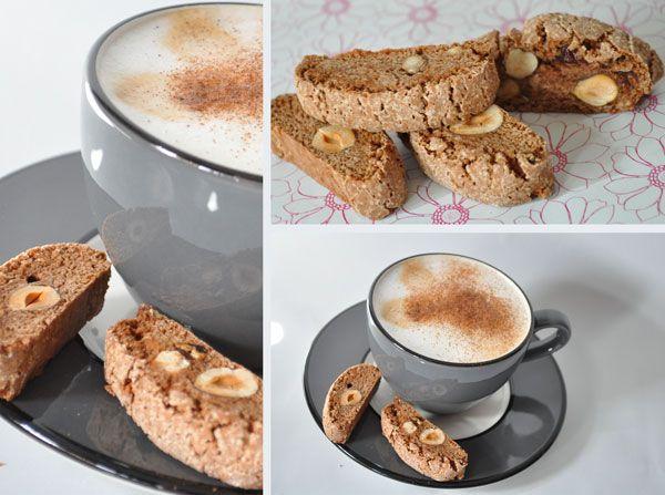 EllerCantucci biscotti di Prato, som er en italiensk mandelsmåkage.Egentlig er det forkert, at disse kager kaldes cantucci eller cantuccini, da cantucci faktisk er lavet af en brøddej (olie, ani…