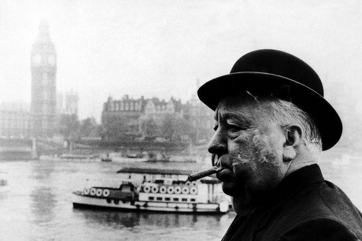 L'uomo che sapeva troppo (versione inglese) - L'uomo che sapeva troppo (versione inglese) Il regista inglese Alfred Hitchcock a Londra, in una foto del 12 ottobre 1971: aveva 72 anni. (AP Photo/HO)