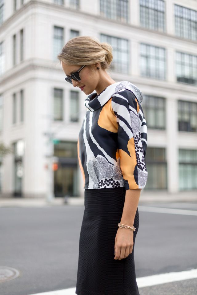 d+black+pencil+skirt+mod+graphic+anthropologie+enlarged+floral+blown+up+black+white+yellow+silk+cowl+neck+blouse+top+helene+berman+fuzzy+black+collarless+coat+reiss+snow+leopard+ankle+strap+heels+striped+tory+burch+handbag+fashion+style+blog.jpg (640×960)