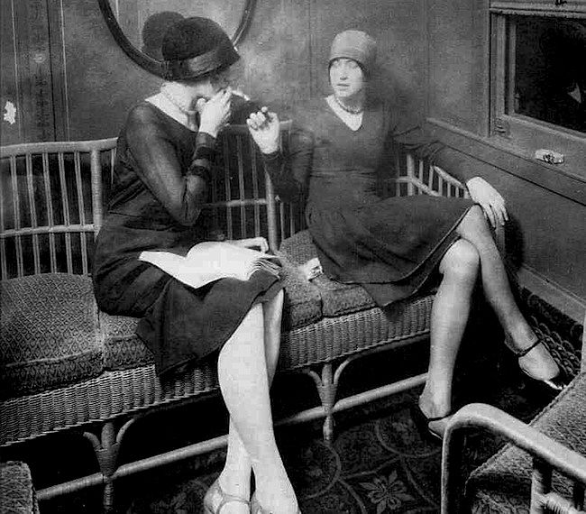 Flappers enjoy the womens smoking car of a train in the 1920s. Via Smithsonian.com.