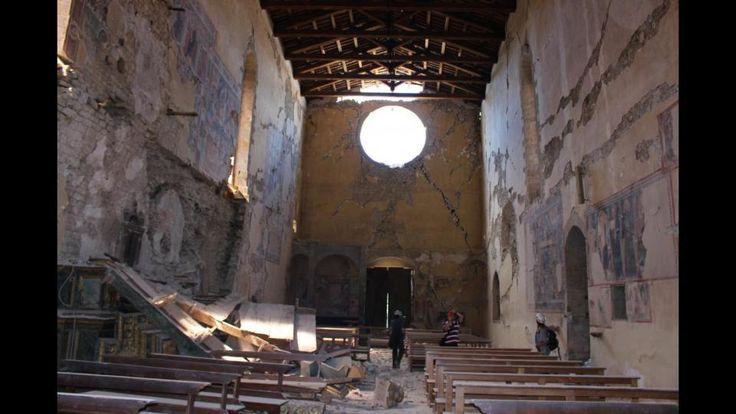 Il drammatico stato interno della chiesa di San Francesco ad Amatrice (photo credits: lapresse.it)