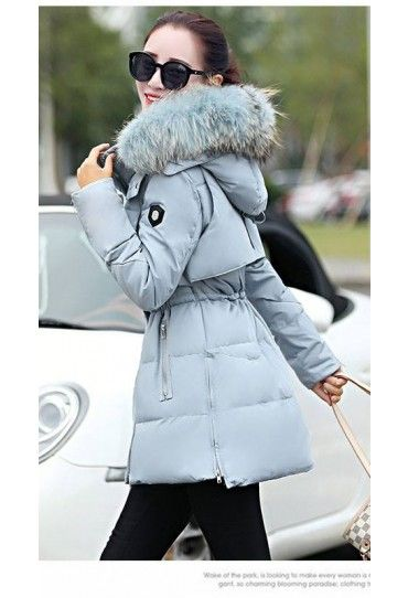 #Geaca #dama gri, cu gluga cu puf, elastic la mijloc, calduroasa si trendy. Disponibila pe #TopFashion!