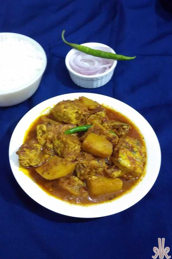 Dimer Dhokar Dalna tramslated in English as Steamed Egg Cakes Curry, Dhokar Dalna (here 'dhoka' doesn't mean betrayal, cheating or elusiveness) in Bengali cuisine means a famous traditional dish made of spiced lentil cakes simmered in a delicious spicy gravy.