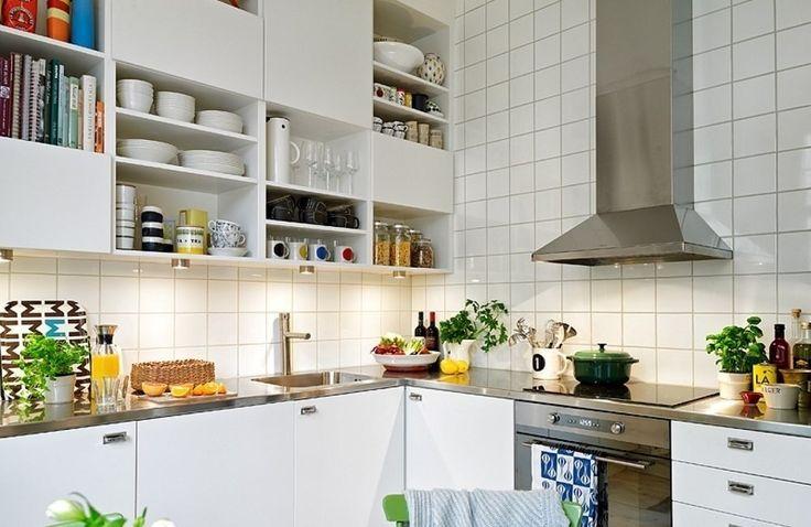 Где спрятать моющие средства, почему продукты лучше хранить в пластиковых ящиках и как выжать максимум из самой маленькой кухни – об этом расскажет «отчаянная домохозяйка» Марта Стюарт