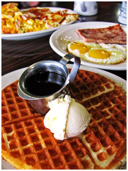 Breakfast at Perry's Cafe - American Diner