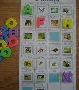 Alfabeto Lúdico       Dois em um: alfabeto maiúsculo   x   alfabeto minúsculo     Vejam que maneira legal de auxiliar as crianças na ap...