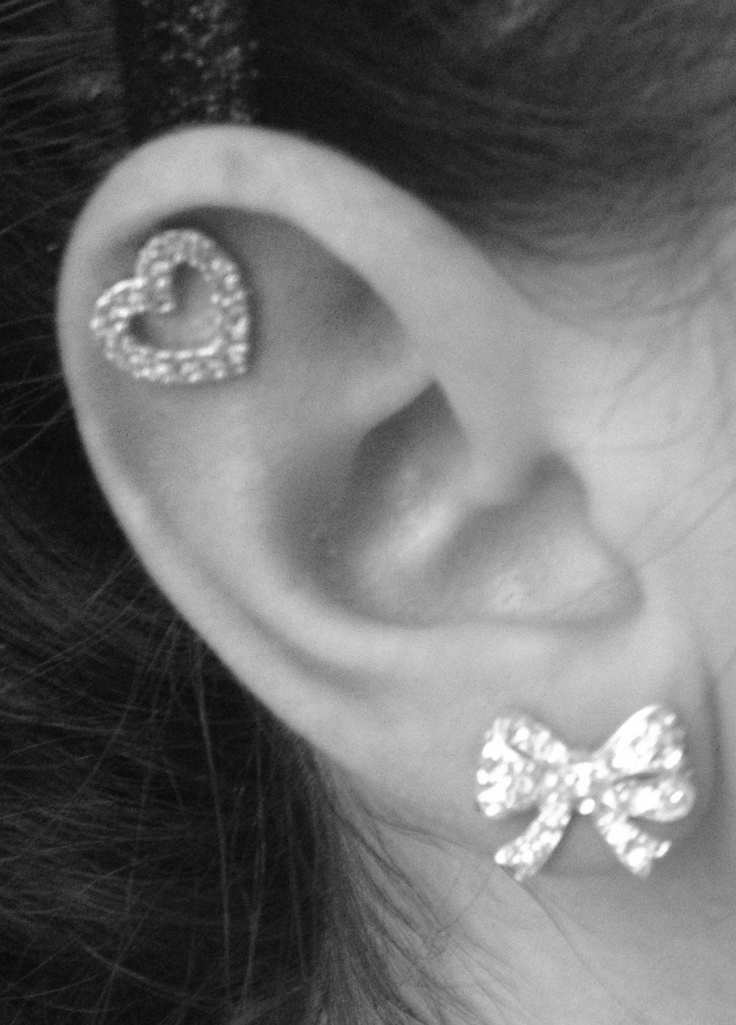 Bow earrings and heart in the cartilage :) | Cute ...