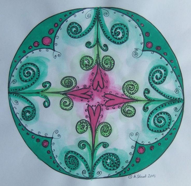 Mandala malen -> fertiges Mandala, freihand gemalt ohne Zirkel und Lineal, nur mit Wasserfarben und einem schwarzen Filzstift.  Bild u. Foto: Mirjam Schradi