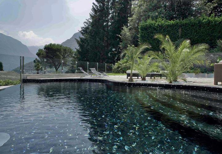 Πισίνα επενδυμένη με ψηφίδα στο βουνό  #kypriotis #kipriotis #plakakia #anakainisi #athens #ellada #greece #hellas #banio #dapedo