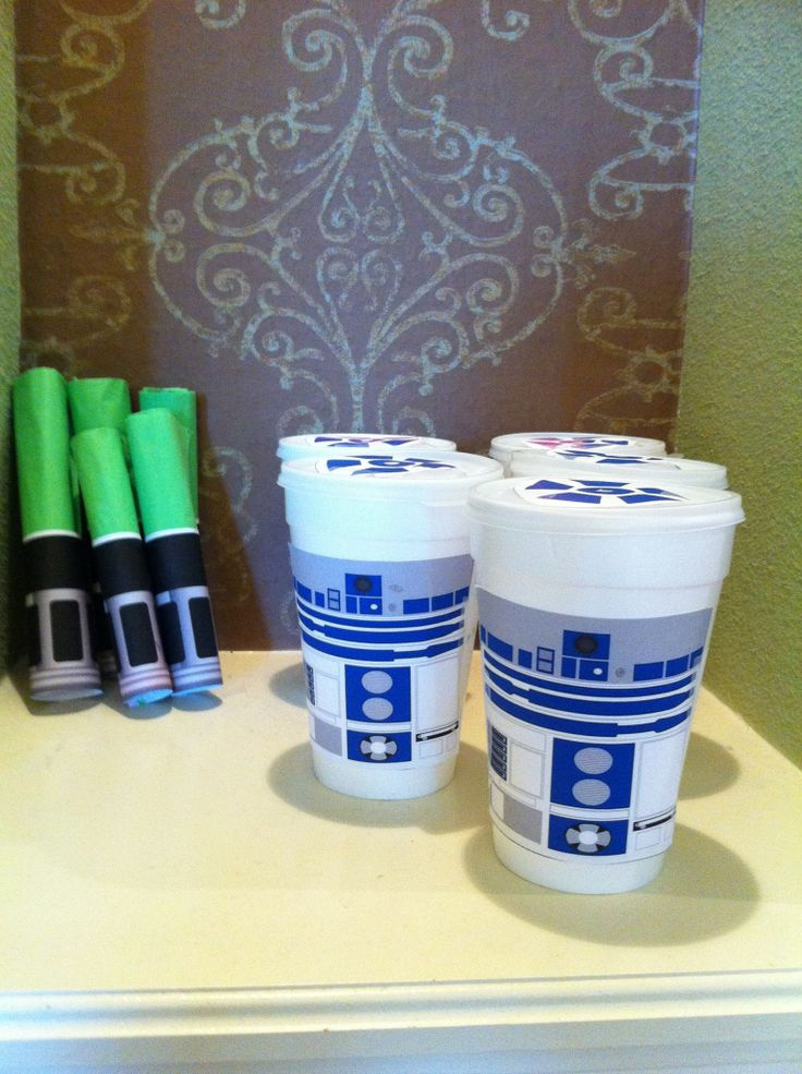 Free printables for the R2D2 cups & lightsaber silverware - I'm thinking of using these in therapy for artic and lang. games.