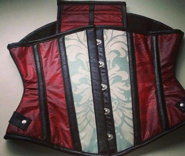 Www.dobalakobako.com   Underbust personalizado . #corset #tighlacing