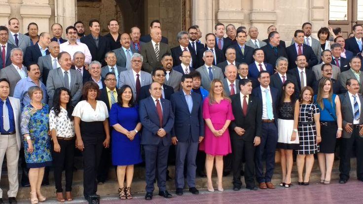 Festeja gobierno en su día a los ingenieros civiles de Chihuahua; Reconocen a Francisco Javier Villaverde y Gilberto Ortiz | El Puntero