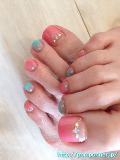 Foot nail art gradient of pink and green