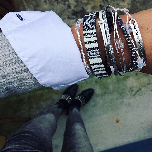Unter meinen 10 Schichten Kleidung, die ich der Kälte wegen trage, verbirgt sich dieses tolle Schmuckstück ⭐️ @zoa_handmade_bracelets #swissonlineshop #winter #schmuck #handmade #loveit #swissblogger #mode #modeblog #modeblogger #fashionblogger #fashion #fashionblog #miaandthemouse #swissblog #swissmade #bracelet #instafashion #instapicture #lifestyleblogger #lifestyle #photographer #photography #nowonpinterest #blogger_ch