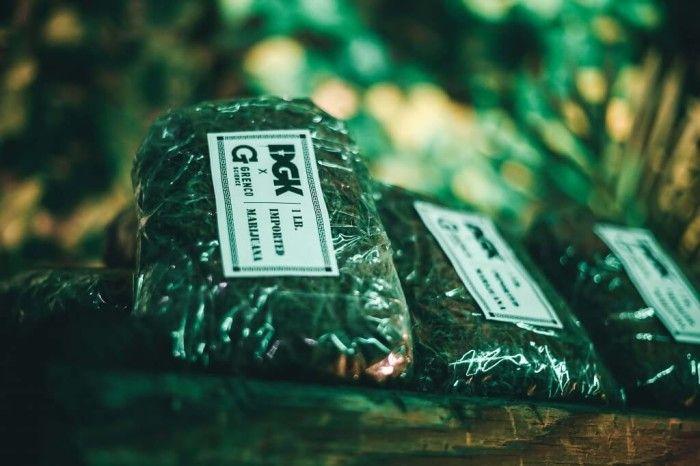 Pop-Up Store Grenco Science et DGK - faux sachets de marijuana  Le Pop-Up Store commun de Grenco Science et DGK pour la sortie de leur produit commun: une cigarette électronique aux couleurs militaires.  #popupshop #popupimmo #popupstore #cobranding #dgk #grencoscience
