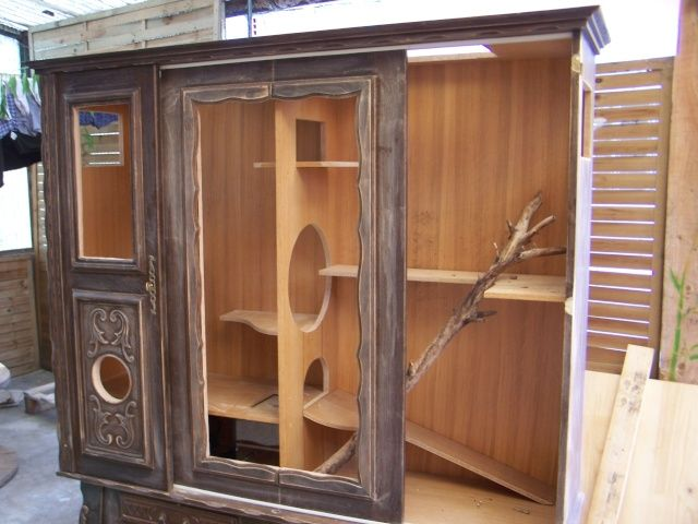 Amazing Homemade Chinchilla Cages | ai poncé entièrement le meuble puis mit une sous couche blanche ...
