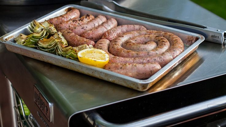 Salsiccia ai ferri cottura, come cuocere la salsiccia alla griglia, ricetta barb