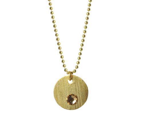 Halskæde med forgyldt mønt og krystal - Til denne halskæde er der brugt følgende materialer:  1 stk. forgyldt mønt 15mm 1 stk. hotfix swarovski krystal, beige 5mm 1 stk. forgyldt øsken 5mm ca. 60cm forgyldt kuglekæde + lim  Du starter med at lime din krystal fast til mønten. Sætter dernæst en øsken i mønten og trækker til sidst din kæde igennem.