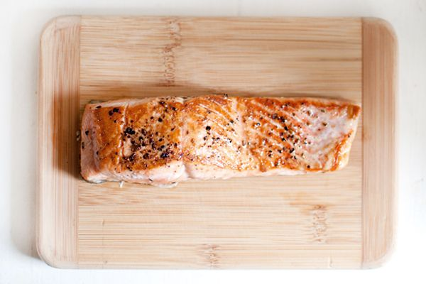 How to make a PERFECT piece of salmon that's golden with a crispy skin (in less than 10 minutes).