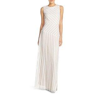 Нашивки платье без рукавов Асимметричные пришивания Донна Морган 'Gigi'