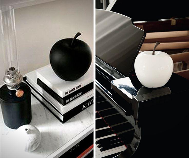 Albe sau negre aceste mere decorative vor fi cu siguranta de efect! Nu stii ce sa le alegi? Nicio problema, le poti avea pe amandoua!