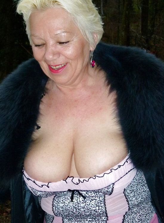 Big Busty Grannies 40
