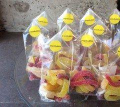 天神地下街にあるパパブブレ福岡店で夏にぴったりなフルーティハードグミ5種が新たに発売されました パパブブレは伝統のアメ細工の技術を用いてこれまでにないアートキャンディショップを日本で展開しているバルセロナ発祥のお店 フルーツ感がたっぷりで夏らしいグミになっています ぜひ試してみてくださいね tags[福岡県]