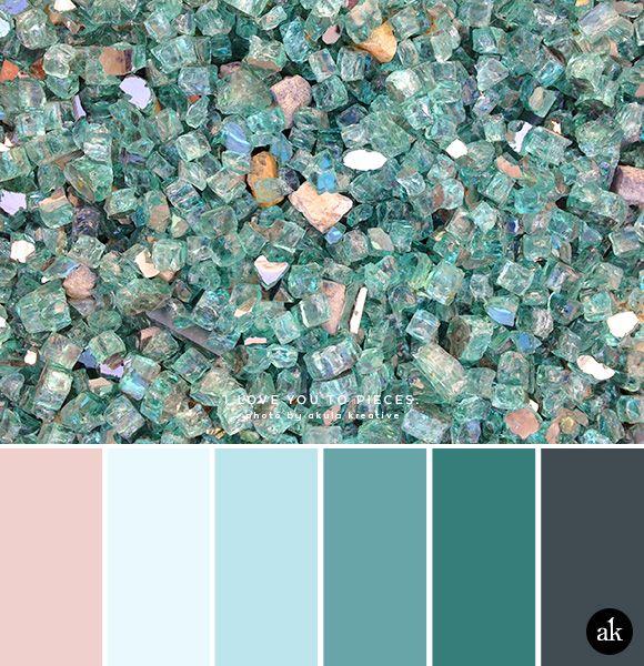 una paleta de colores inspirada en vidrio // rubor rosa, azul verdoso, gris