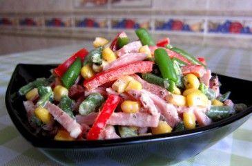 Салат с кукурузой классический. Рецепты салатов из кукурузы с фото
