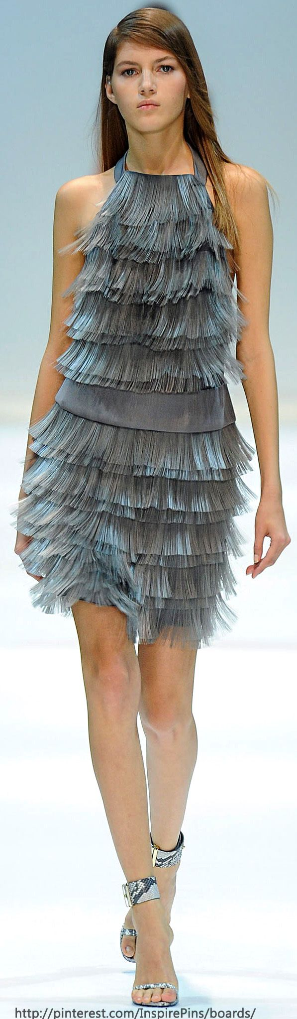 It so great how this dress moves...even in a still photo.... great color and shape. #wow Spring 2014 Ready-to-Wear Guy Laroche