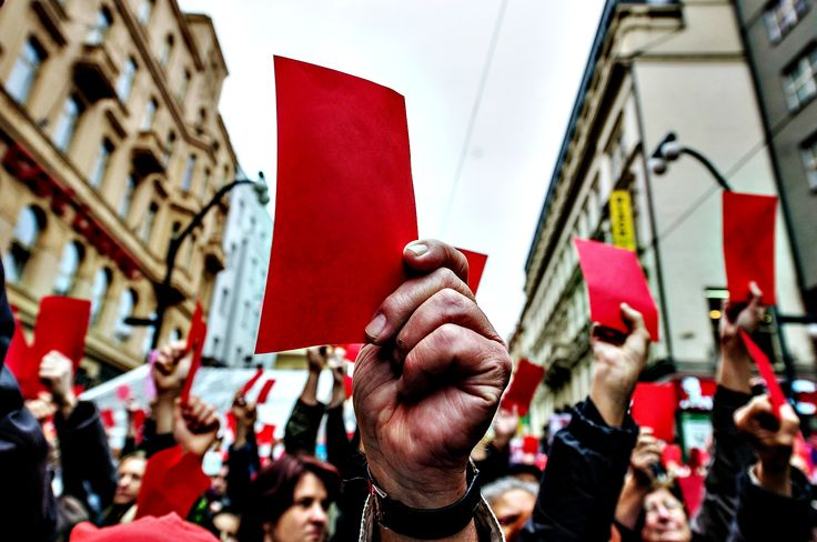 Protesters show symbolical red cards during a protest against President Miloš Zeman in Prague, Czech Republic. The country is marking the 25th anniversary of the Velvet Revolution. ■ Photo: Filip Singer (EPA)
