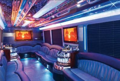 The Party Bus Limos Toronto makes sure of your utmost satisfaction by always offering you the privacy you need. The Best Limousine Services has a large number of party bus limos from which you can always select the one you like.