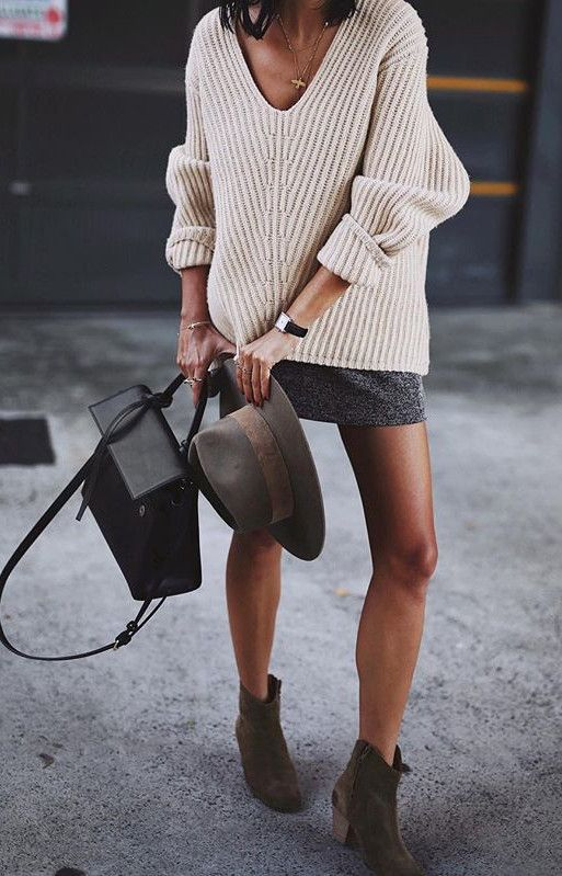 nude cable knits + mini skirt | street chic for ladies who don't like wear heels but still want to dress as a queen | winter fashion