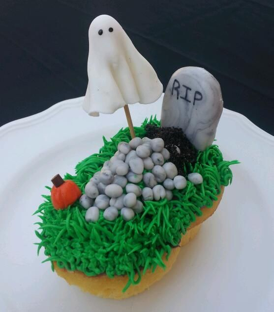 click here for a step by step on how to make this very cute cupcake for your halloween party. or it would be a great gift for you teachers or bosses.  http://www.instructables.com/id/Haunted-Grave-Cupcakes/