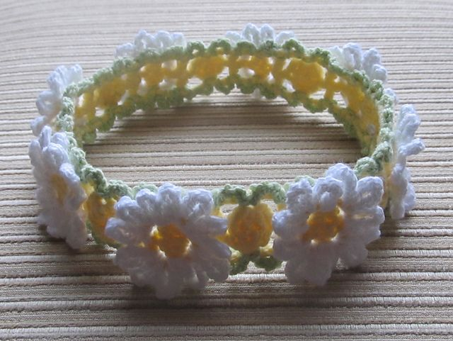 Ravelry: White and Yellow Daisies Crochet Headband (birth- 12 months+) pattern by Elena Chen