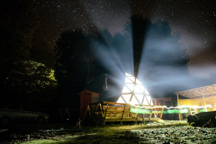 Refugio de montaña en Domo Geodesic, fotografía profesional de noche Rodrigo Barrales.