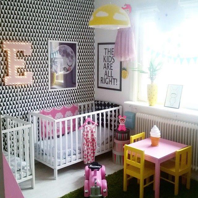 Happy friday!  Jag önskar er alla en trevlig kväll och en toppenstart på helgen! #barnrum #lekrum #kidsroom #playroom #barnerom #diy #marquee #marqueelight #boråstapeter #arnejacobsen #barnrumsinspo #familylivingfint #styleroom #jollyroom #minispeeders #kidsinterior #lapinandme #woodlanddoll #miniwilla #ommdesign #diy #nursery #ikea #hm #inredning #interior123 #interior4all #myhome