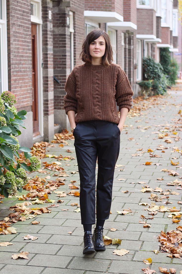 Comment s'habiller en hiver pour ne pas avoir froid, sans renoncer à un minimum de style ? Moi-même très frileuse et installée à Amsterdam, j'ai dû apprendre durant ma première année à apprivoiser unnouveau climat, et répondre à cette question aussi futile qu'essentielle – la saison n'est pas très drôle à vivre si on seLire la suite…